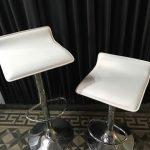 taburete-cuadrados-blancos-150x150 Arriendo de sillones en Santiago al mejor precio