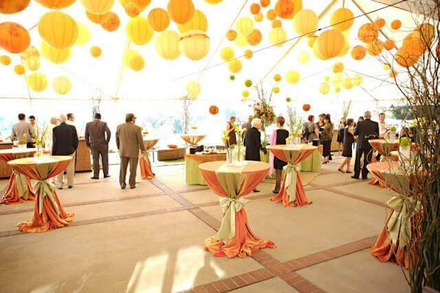 preciosa-decoracion-amarillo-evento-coctel